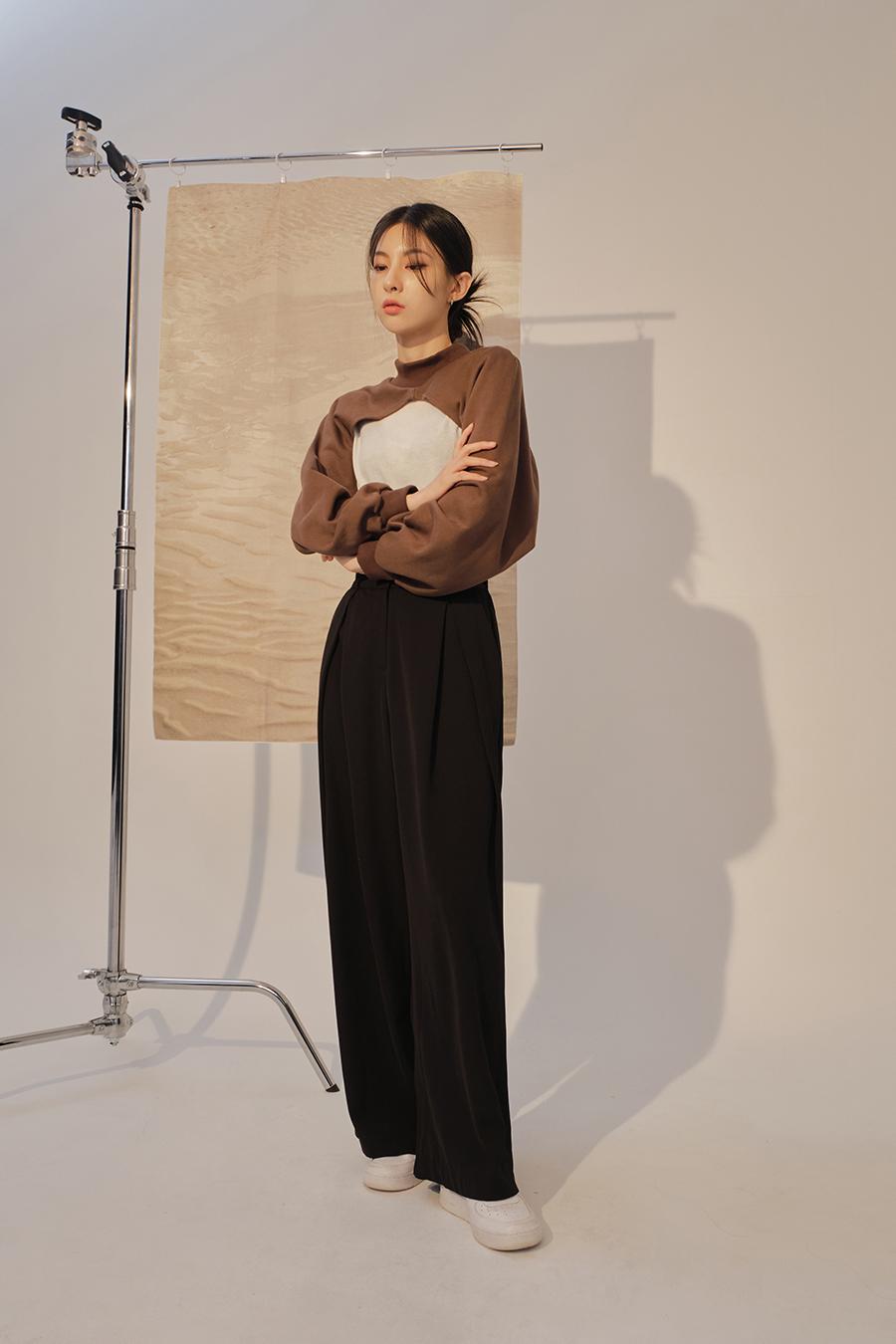 멜빵 스커트/바지 모델 착용 이미지-S1L42